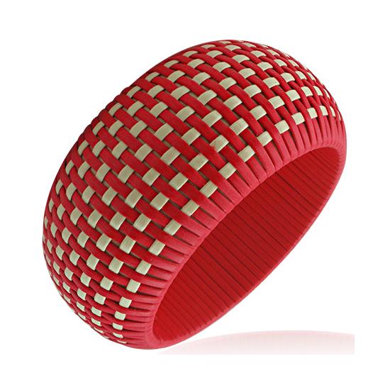 Piros színű, kosárfonat mintás karkötő