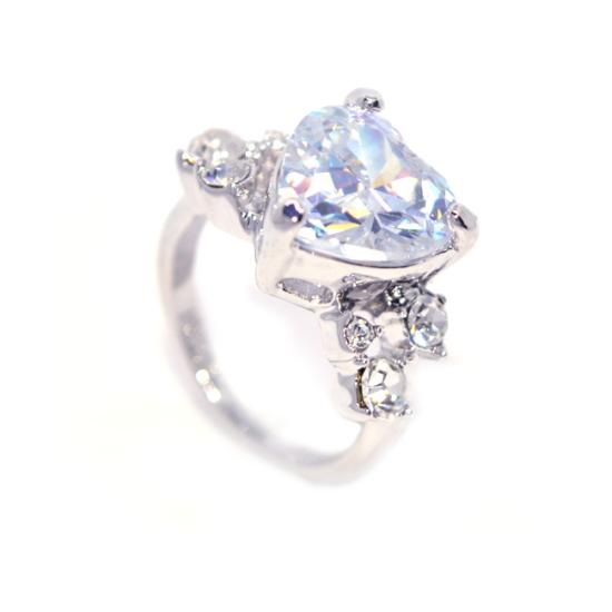 Swarovski kristályos  Nagy Szives  gyűrű