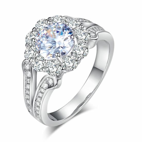 Ezüst gyűrű fehér kristállyal