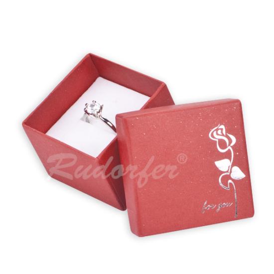 Piros színű elegáns díszdoboz, rózsa mintával gyűrű, fülbevaló, szett, nyaklánc