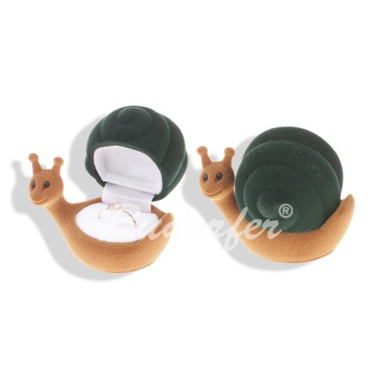 Zöld színű, csiga formájú ékszertartó doboz